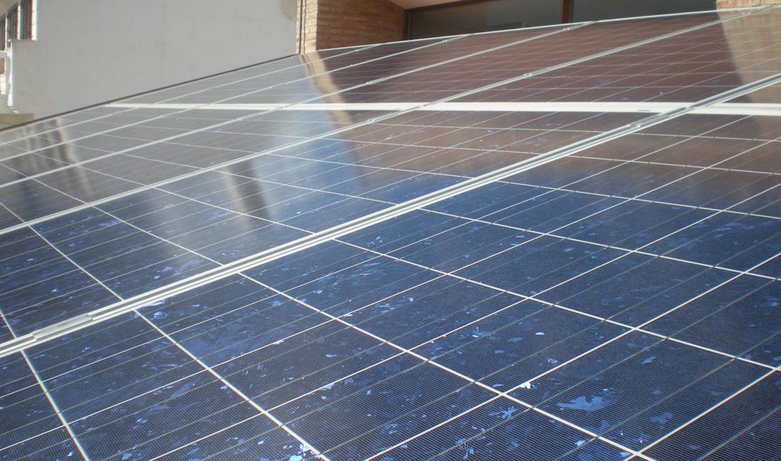 Vivienda unifamiliar en ja n intelec ingenier a energ tica for Instalacion fotovoltaica conectada a red